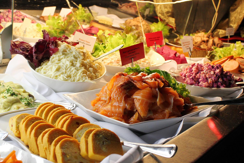 joulu 2018 levi Christmas buffet dinner   Levi Center Hullu Poro joulu 2018 levi